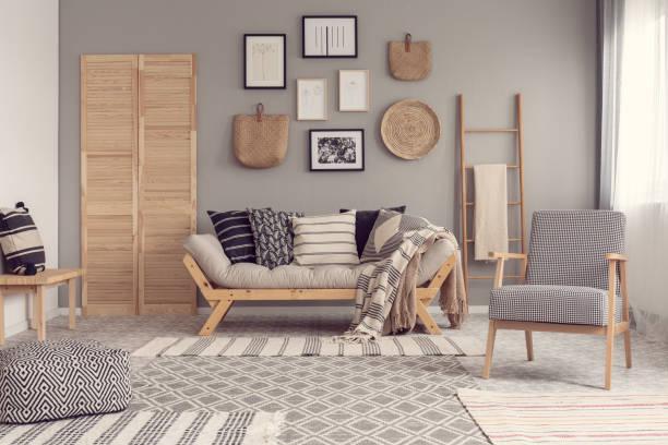 Cómo utilizar las cestas como decoración en el hogar salon
