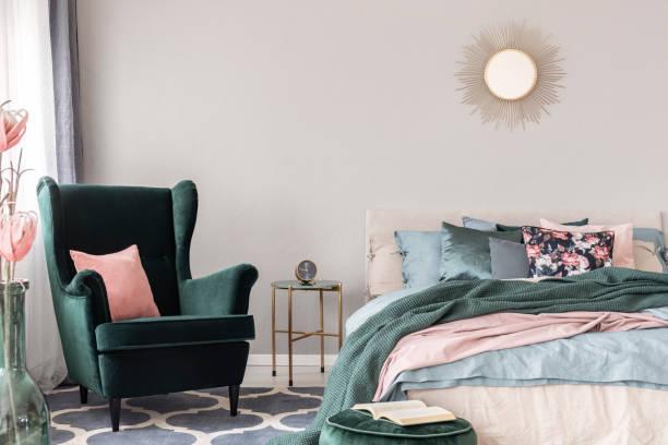 Como colocar cojines en la cama colores suaves