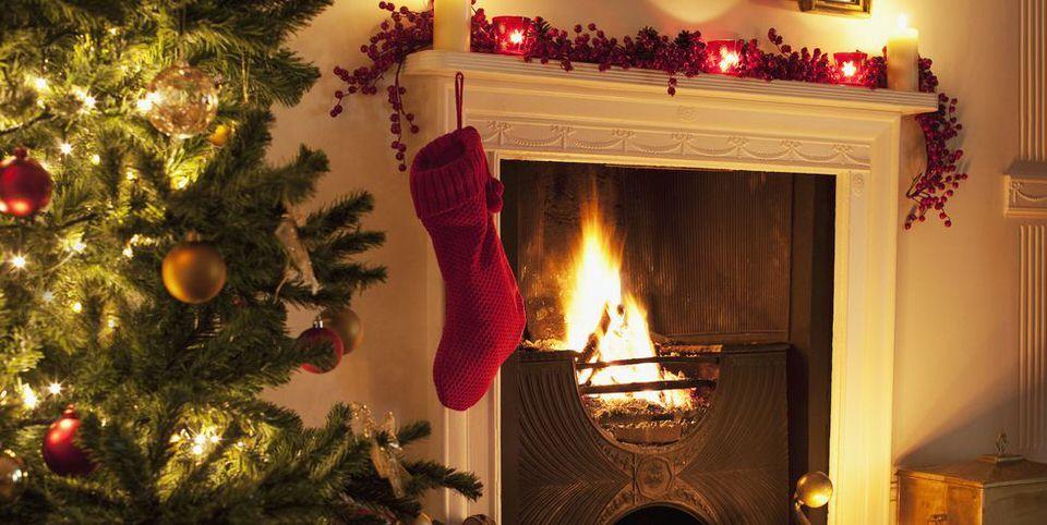 Decoración navideña de chimenea natural