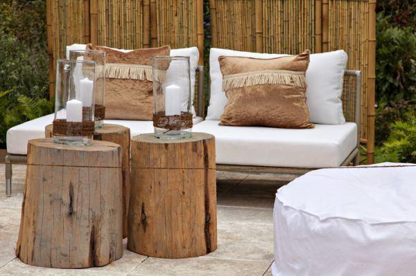 como-decorar-con-troncos-de-madera-salon-istock