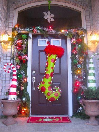 como-decorar-una-puerta-en-navidad-original-calcetin-fantasia-estiloydeco