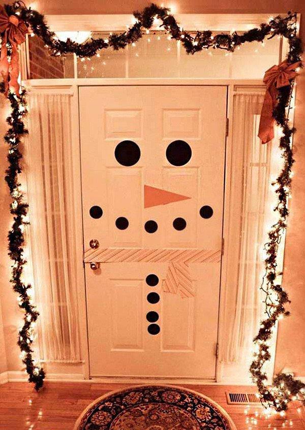 como-decorar-una-puerta-en-navidad-por-dentro-muneco-de-nieve-cartulina-decoracion-trendencias