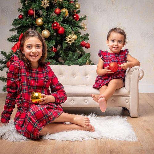 NIñas posando en Navidad