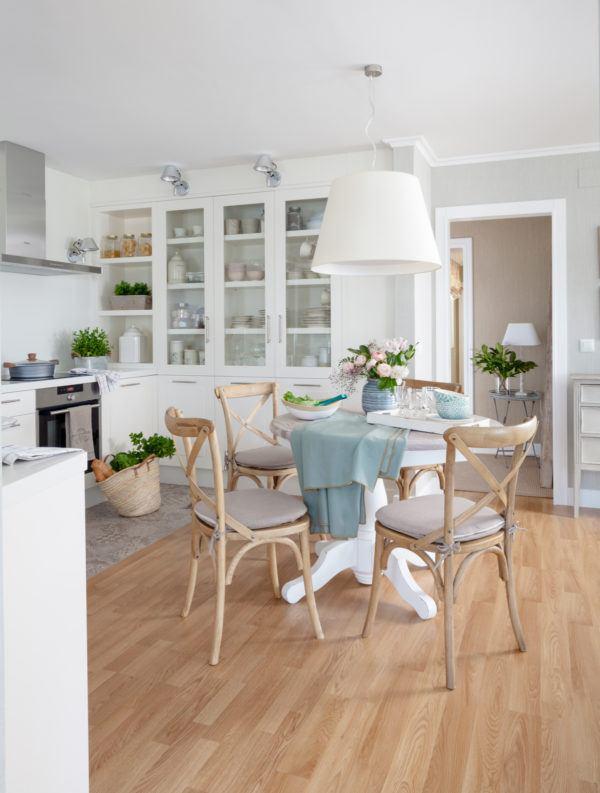 cocinas-en-blanco-y-madera-blanco-detalles-en-madera-elmueble