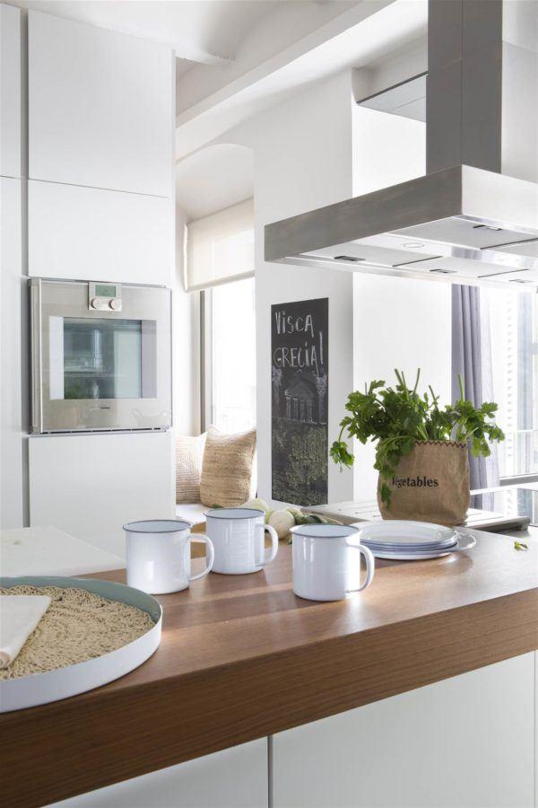 cocinas-en-blanco-y-madera-blanco-madera-robusta-elmueble