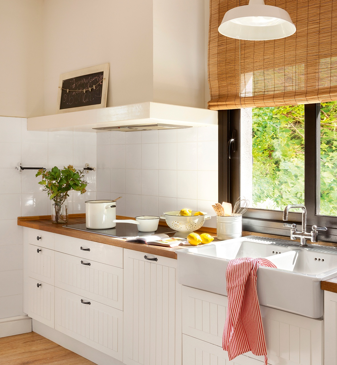 cocinas-en-blanco-y-madera-campera-elmueble