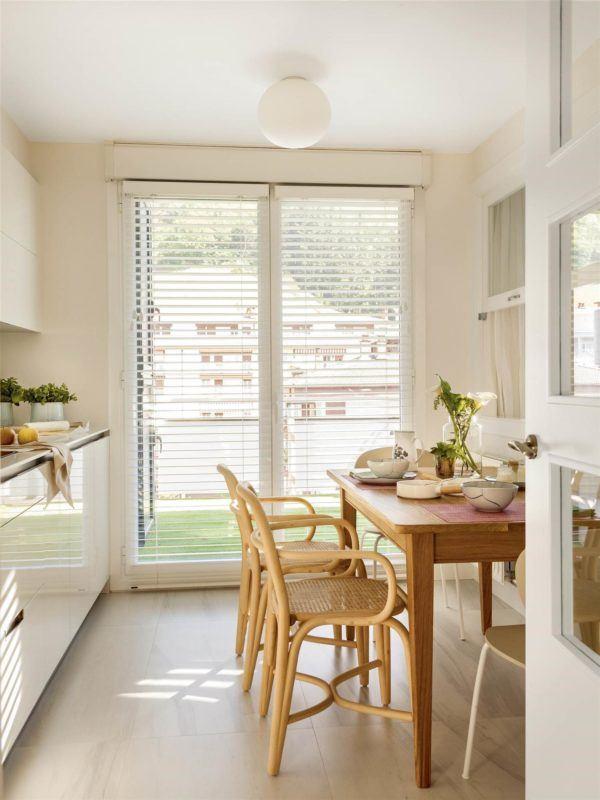 cocinas-en-blanco-y-madera-mesa-de-madera-en-colores-rojo-elmueble
