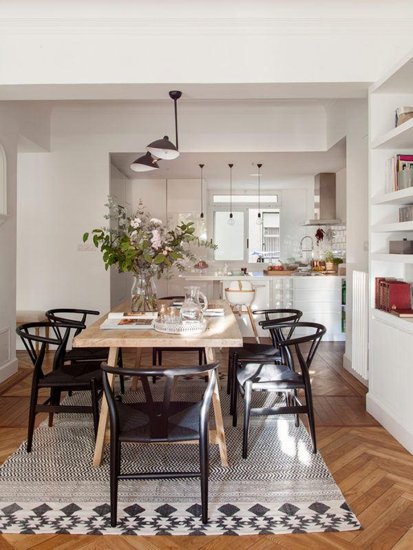 cocinas-en-blanco-y-madera-negro-regla-elmueble
