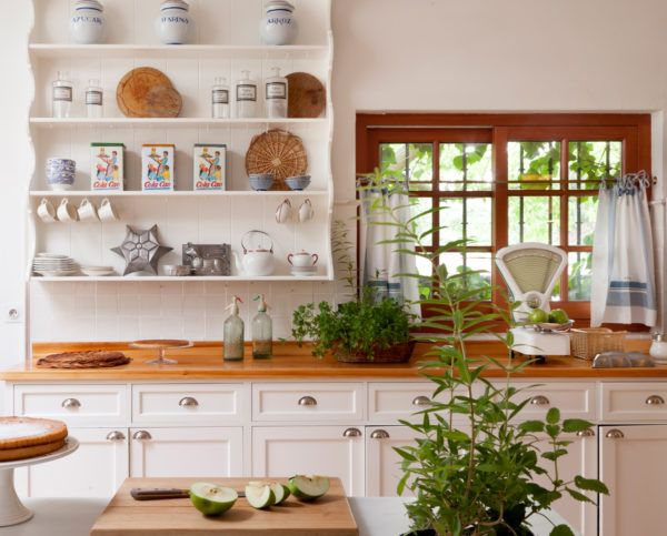 cocinas-en-blanco-y-madera-vintage-elmueble