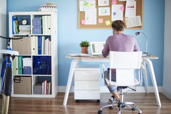 Cómo decorar y organizar un espacio de trabajo en el salón
