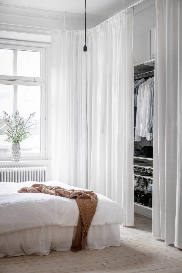 fotos-de-vestidores-abiertos-con-ideas-separar-cortinas-elmueble
