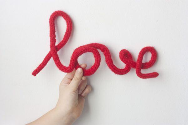 letras-decorativas-de-alambre-y-lana-love-cosasmolonas