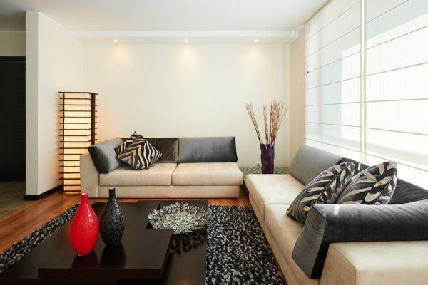 salones-decorados-con-un-sofa-blanco-japones-tres-presupuestos