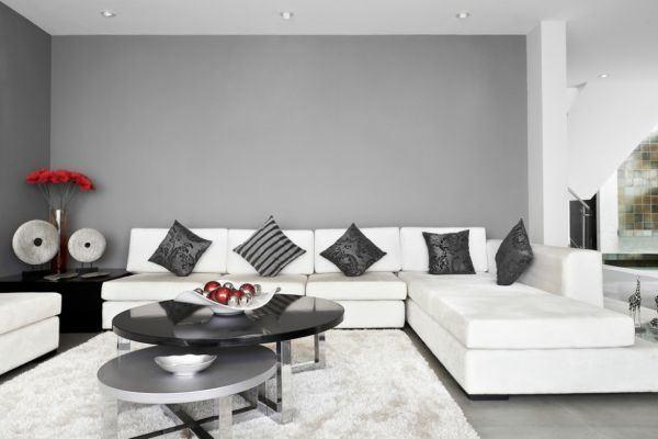 salones-decorados-con-un-sofa-blanco-minimalista-grises-tres-presupuestos