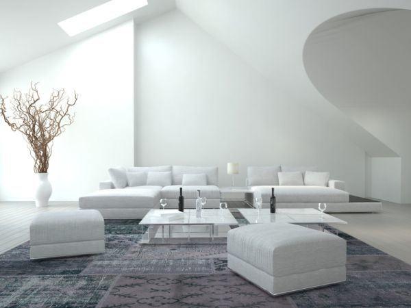 salones-decorados-con-un-sofa-blanco-moderno-tres-presupuestos