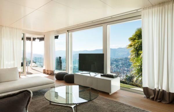 salones-decorados-con-un-sofa-blanco-moderno-vistas-tres-presupuestos