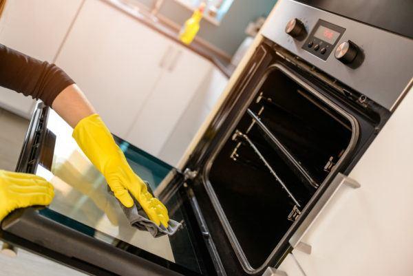 Cómo limpiar el horno de la cocina a fondo