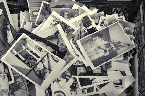 decorar-paredes-con-fotos-viejas-istock