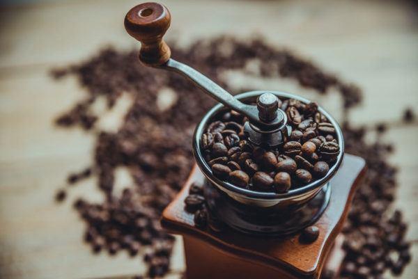5 molinillos de café manuales y eléctricos para moler granos de café al instante