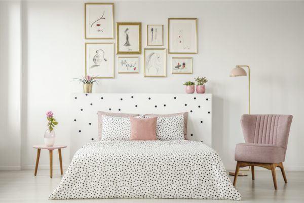 decorar-la-pared-del-dormitorio-cuadros-simples-naturaleza-istock