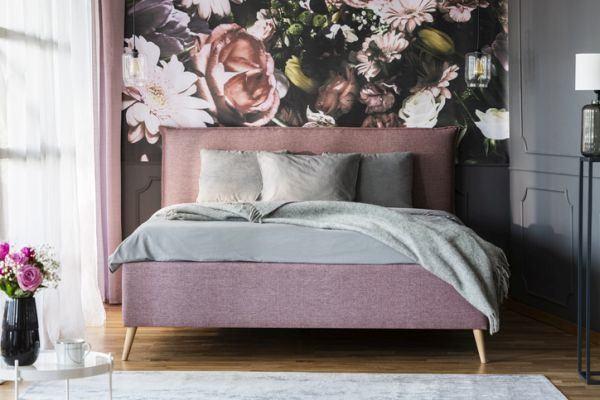 decorar-la-pared-del-dormitorio-flor-istock