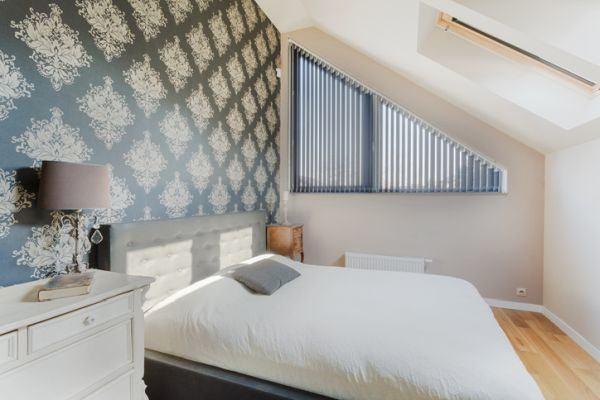 decorar-la-pared-del-dormitorio-tapices-istock