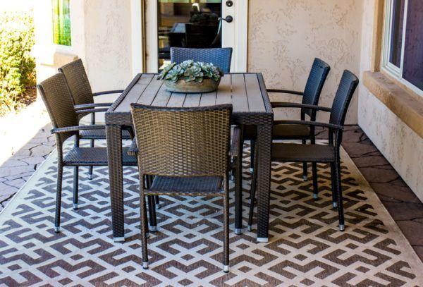 decorar-la-terraza-con-cosas-que-tienes-en-casa-alfombra-istock