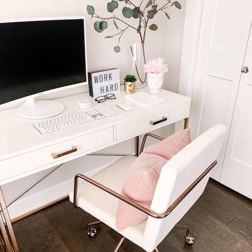 como-decorar-la-mesa-de-trabajo-sillon-con-cojin-instagram