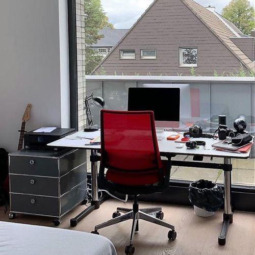 como-decorar-la-mesa-de-trabajo-vistas-al-exterior-instagram