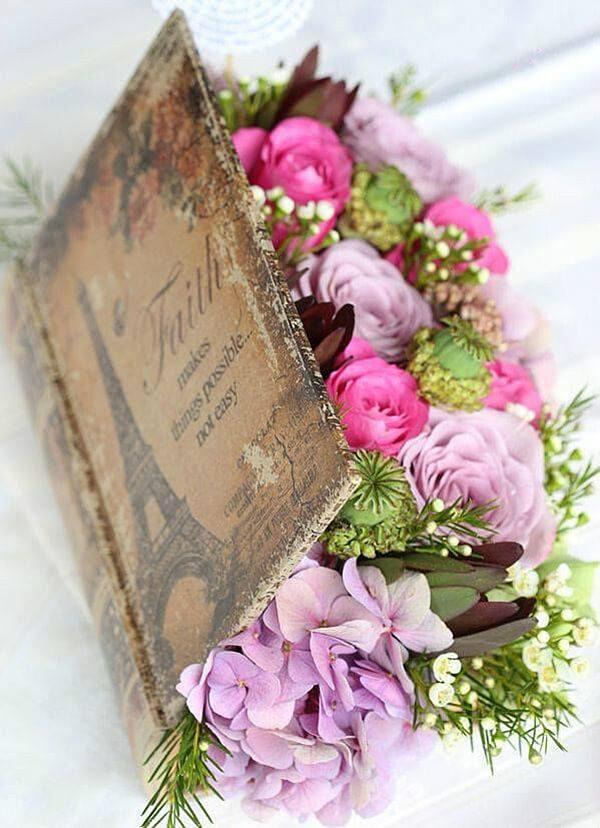 Como hacer arreglo floral centro mesa flores dentro libro