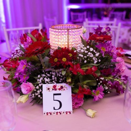 como-hacer-un-arreglo-floral-centro-de-mesa-flores-mesa-de-invitados-instagram