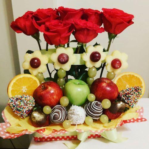 como-hacer-un-arreglo-floral-con-frutas-y-dulces-instagram