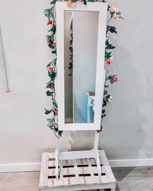 como-hacer-un-arreglo-floral-espejo-instagram
