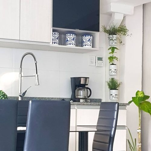 como-decorar-pared-de-la-cocina-sin-taladrar-instagram-simple-verde-ar