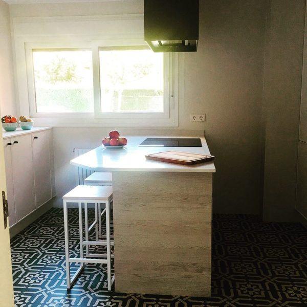 fotos-de-cocinas-con-isla-central-pequena-instagram-marial-mkrahe