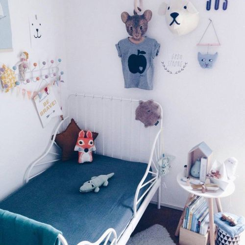 como-decorar-una-pared-infantil-munecos-instagram-haciendo-el-indio