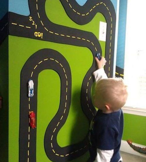 como-decorar-una-pared-infantil-pista-coches-instagram-peque-ocio-com-oficial