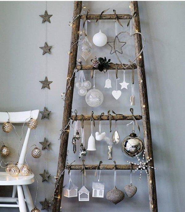 Árboles de Navidad de pared 2020 en escalera