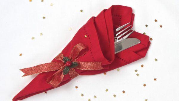formas originales de doblar servilletas para Navidad