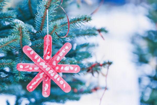 Arbol navidad decorado con manualidades palitos helado