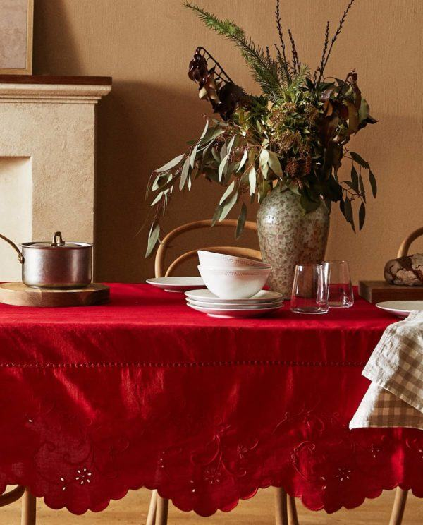 Decoracion mesa navidad 2020 2021 mantel bordado rojo