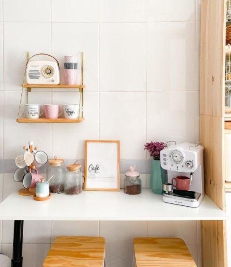 Coffe corner con estantes
