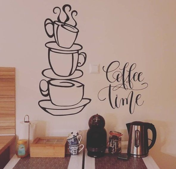 Coffe corner con vinilo en pared