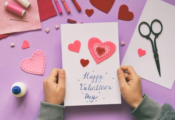 Manualidades san valentin bonitas originales corazones fieltro tarjetas