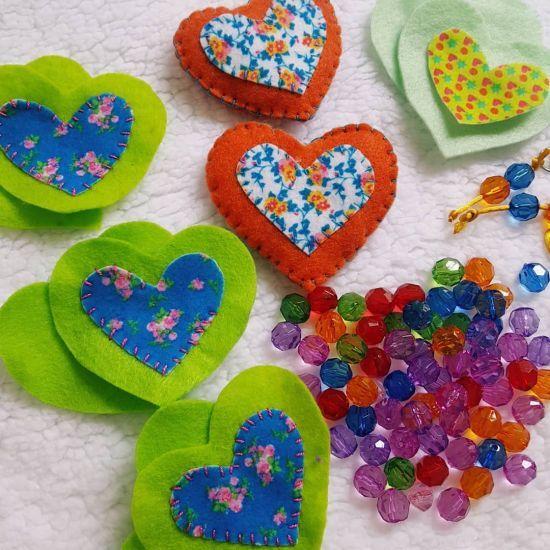 Llaveros de fieltro corazones