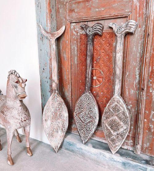 Puerta antigua y elementos para decora al modo WABI SABI