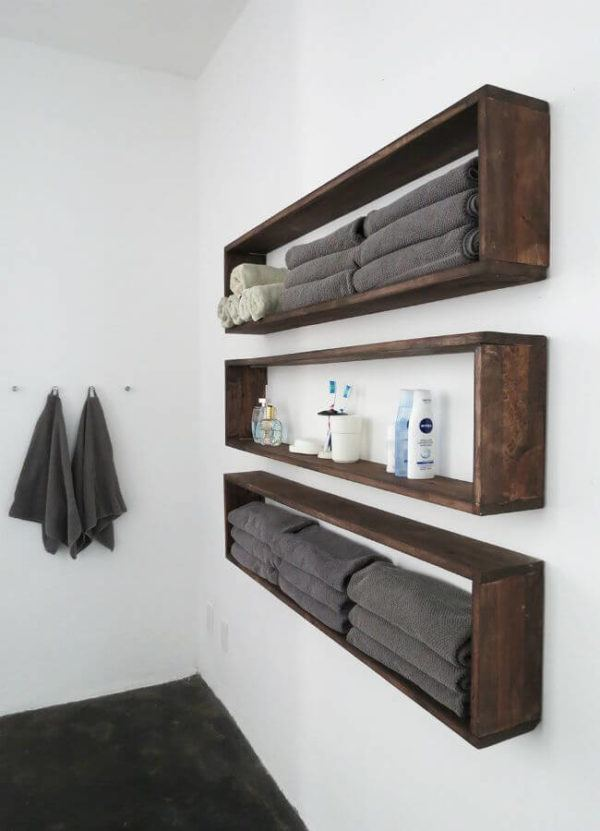 Como colocar las toallas en el bano decoracion en estantes de madera