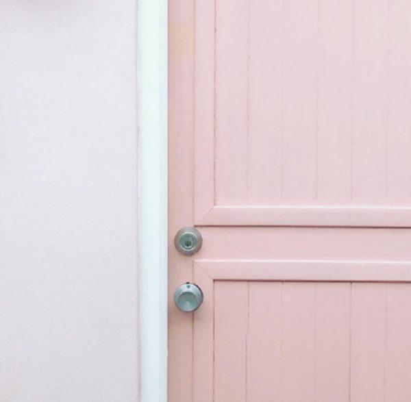 Como decorar tu cuarto estilo aesthetic puerta color neutro