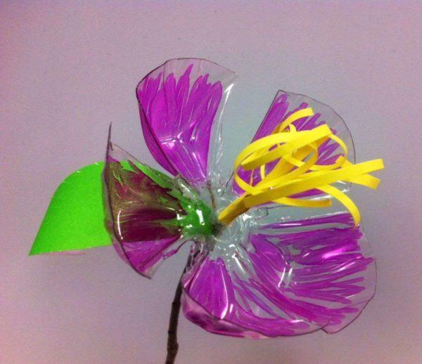 Manualidades dia de la madre con botellas de plastico flores color
