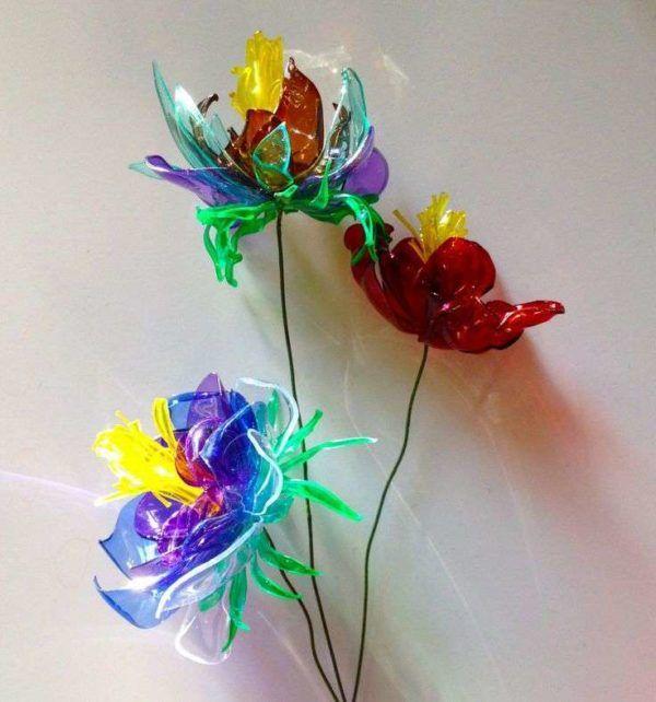 Manualidades dia de la madre con botellas de plastico flores colores